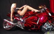 naga laska przy motorze 2