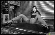 sexowna japonka rozkłada nogi na kabriolecie