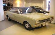 Opel Commodore Berlina galeria