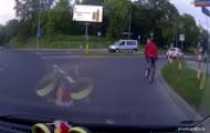 Rowerzysta na pasach
