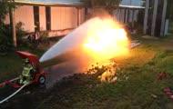 Miotacz ognia kontra armatka wodna