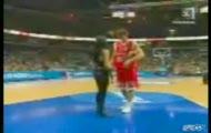 Koszykarz znokautował dziewczynę!