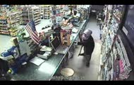 sprzedawczyni atakuje złodzieja siekierą