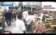 Dwóch kozaków w sklepie