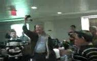 hey jude zaspiewane przez uziemionych pasazerow lotniska