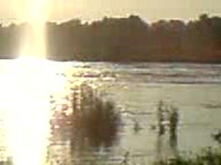 Powódź Tarnów 04.06.2010 - most na rzece Biała , godzina 17:30